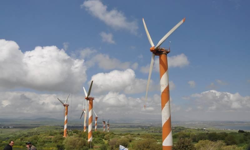مراوح لتوليد الطاقة من الهواء في الجولان (Israel Tourguide)