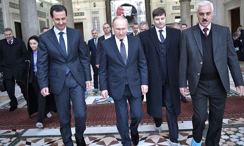 الرئيس الروسي فلاديمير بوتين ورئيس النظام السوري بشار الأسد في الجامع الأموي- 7 من كانون الثاني 2020 (رئاسة الجمهورية السورية)