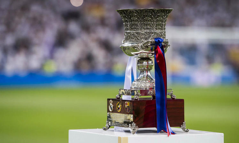 الكأس الخاص بطولة كأس ملك إسبانيا في ملعب برشلونة-(GETTY İMAGES)