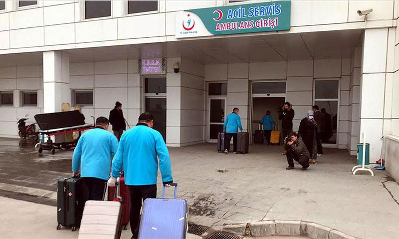 """يستمر علاج 12 شخصًا نُقلوا إلى المشفى للاشتباه بإصابتهم بفيروس """"كورونا"""" (الأناضول)"""