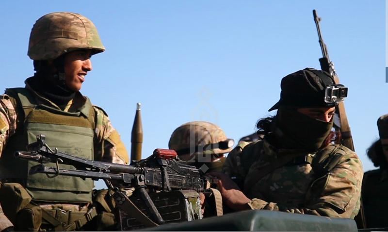مقاتلون من هيئة تحرير الشام خلال توجههم للقتال -27 كانون الثاني 2020 (إباء)