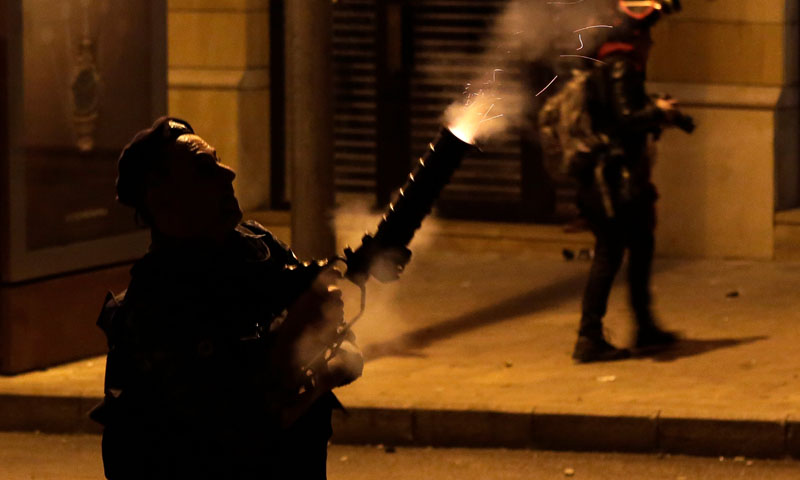 الأمن اللبناني يطلق الغاز المسيل للدموع لتفريق المتظاهرين - 18 كانون الثاني 2020 (TRT)