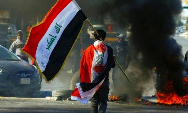 إحراق الإطارات من قبل متظاهرين عراقيين -12 كانون الأول 2020 (رويترز)