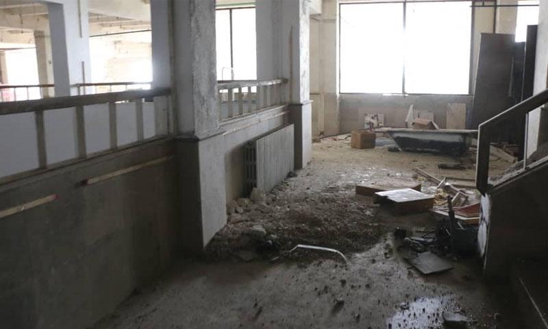 آثار القصف على المشفى المركزي في معرة النعمان وخروجها عن الخدمة -8 كانون الثاني 2020 (الدفاع المدني)