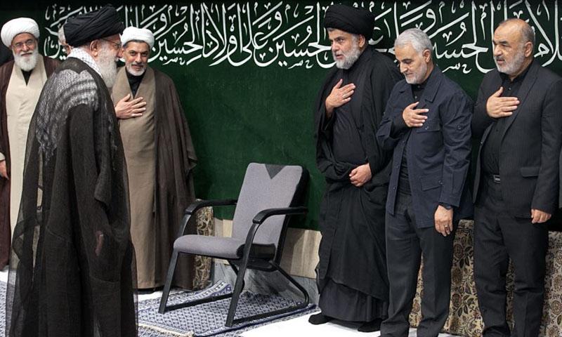 الصدر مع قاسم سليماني وخامنئي خلال زيارة إلى إيران - أيلول 2019 (فرانس برس)