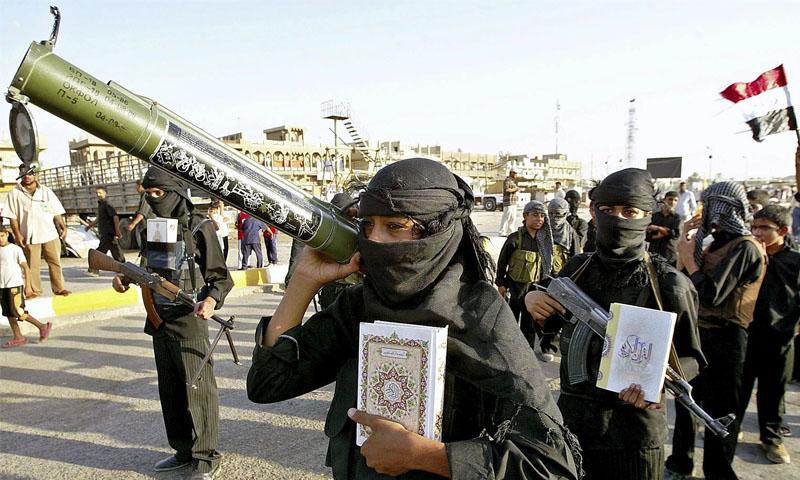 عناصر من جيش المهدي في العراق (رويترز)