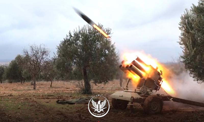 الجبهة الوطنية للتحرير أثناء استهداف مواقع النظام بريف إدلب الشرقي 8 كانون الثاني 2020 (الجبهة الوطنية للتحرير)