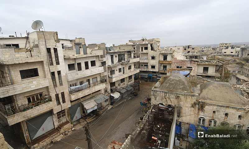 لم يغادروا المعرة إلا بعد استعار الحملة العسكرية الأخيرة، والتي هدف النظام منها للتحكم بطريق M5 الواصل بين دمشق وحلب، وتدميرها للبنى التحتية المنهكة ومقومات الحياة البسيطة فيها.