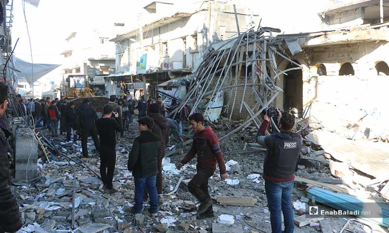 آثار الدمار في الأحياء السكنية جراء غارات صاروخية للطيران الحربي السوري على مدينة بنش شرقي إدلب 11 كانون الثاني 2020 (عنب بلدي)