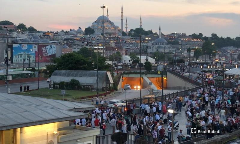 الازدحام في مدينة اسطنبول (عنب بلدي)