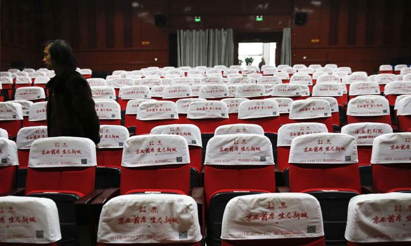 صالات السينما فارغة في مقاطعة Zhuolu بالقرب من العاصمة الصينية بكين في كانون الثاني الماضي - (أسوشيتد برس)