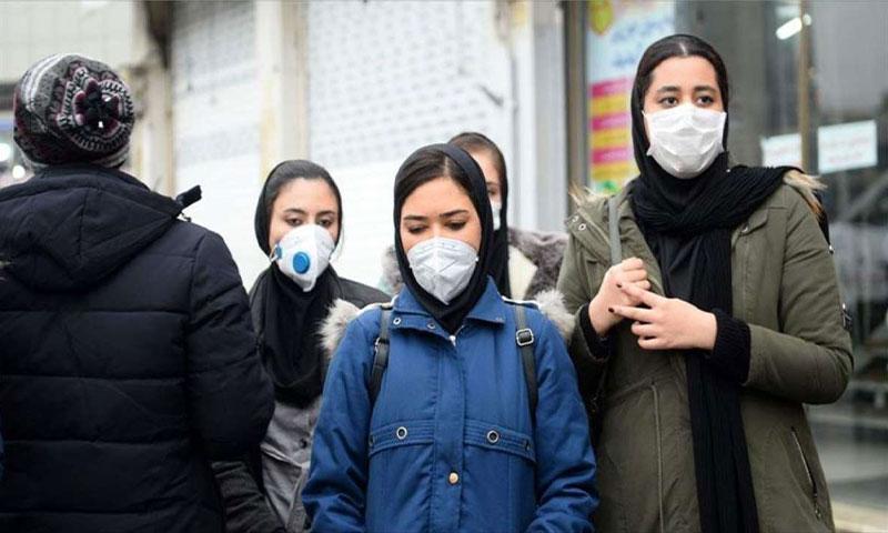 """مواطنات إيرانيات يلتزمن بالوقاية من انتشار فيروس """"كورونا"""" في إيران - 22 من شباط 2020"""