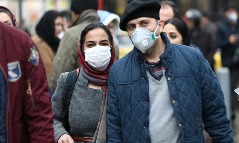 """مواطنون يلتزمون بالوقاية من فيروس """"كورونا المستجد"""" 20 من شباط 2020 - (فرانس برس)"""
