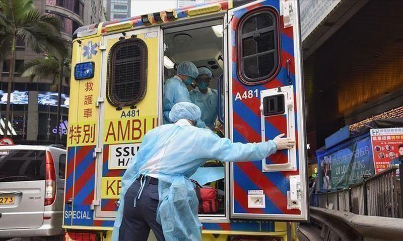 """سيارة اسعاف ضمن أعمال معالجة المصابين بفيروس """"كورونا"""" في الصين 6 من شباط 2020 - (وكالة الأناضول)"""