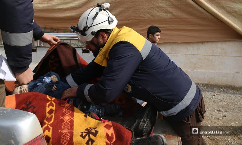"""بين الضحايا أربعة أطفال وثلاث نساء، مثلما أكد مدير مركز """"الدفاع المدني 104""""، لعنب بلدي، اليوم الاثنين، 3 من شباط."""