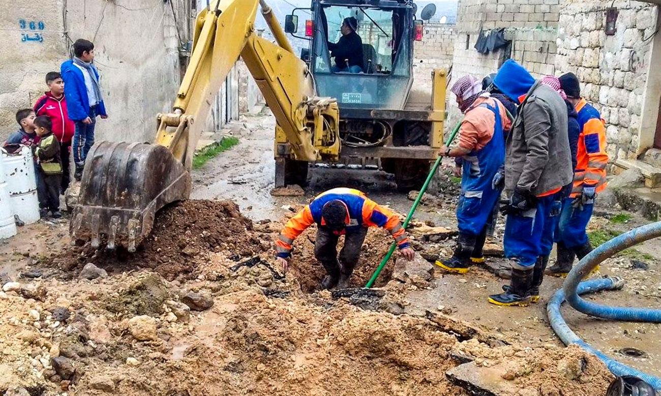 المجلس المحلي في عفرين ينفذ عمليات صيانة لمشكلة الصرف الصحي في حي الأشرفية في عفرين - 8 كانون الثاني 2020 (صفحة المجلس/ فيس بوك)