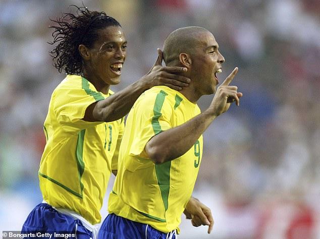 صورة رونالدينهو ورنالدو مع منتخب البرازيل في كأس العالم- 2002 (Getty İmages)