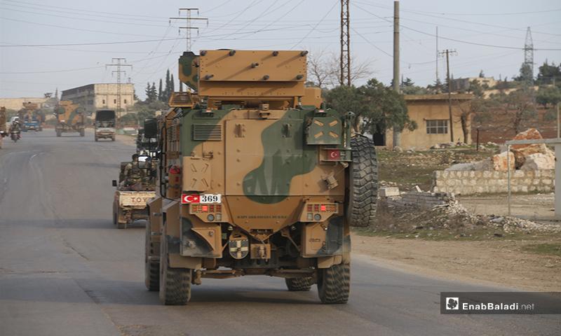الرتل التركي المكون من 25 آلية وهو يدخل الأراضي السورية في مدينة الأتارب-3 من شباط (عنب بلدي)