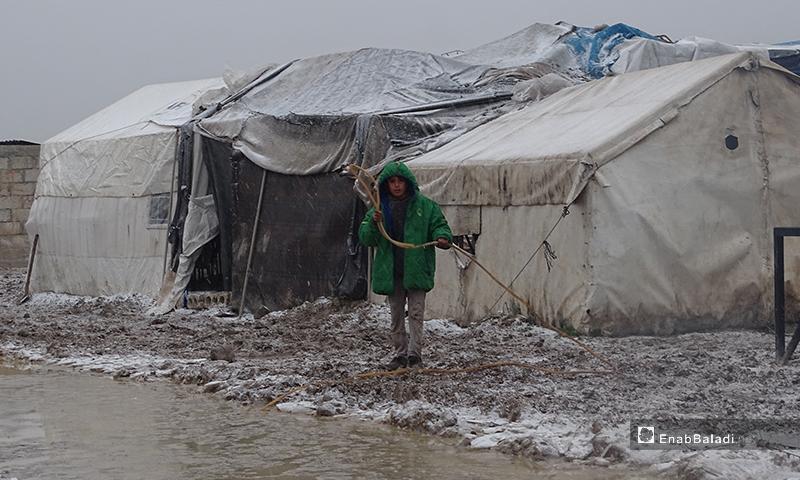 مخيم المرج بريف حلب الشمالي في بلدة احتيملات أثناء العاصفة الثلجية التى تضرب المنطقة 12 من شباط 2020 (عنب بلدي)