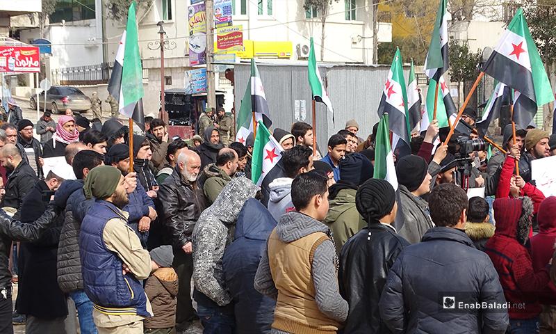 مظاهرة في مدينة اعزاز تضامنًا مع المهجرين من ريفي إدلب وحلب 14 من شباط 2020 (عنب بلدي)