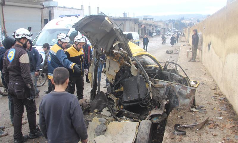 السيارة التي انفجرت فيها العبوة الناسفة في مدينة عفرين اليوم-8 من شباط (الدفاع المدني)
