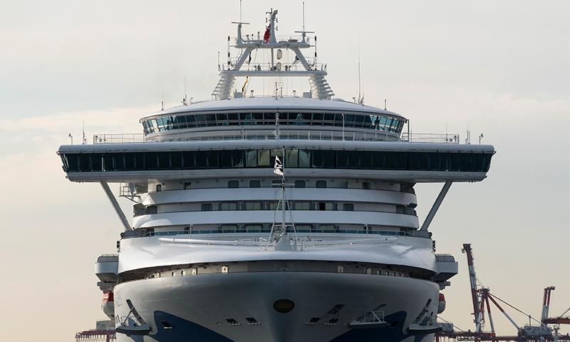 """سفينة """" The Diamond Princess""""، التي تحمل أكبر عدد من المصابين في فيروس كورونا خارج الصين، والمحظورة على شواطئ اليابان-12 من شباط(Getty İmages)."""