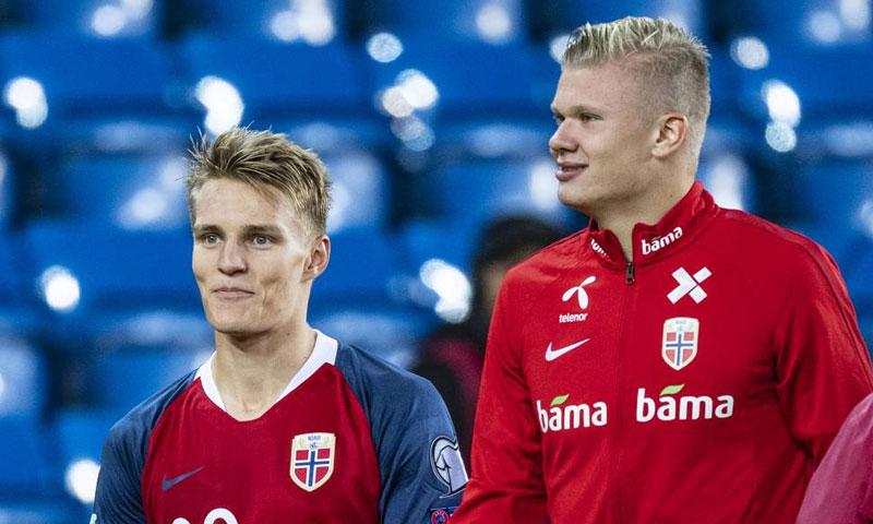مارتن أوديغارد وهالاند مع المنتخب النرويجي (AS)