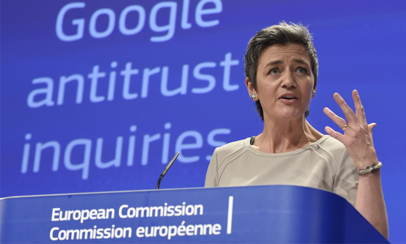 مفوضة المنافسة بالاتحاد الأوروبي، مارجريت فياستغر،  تتهم شركة جوجل بتشويه نتائج البحث على الإنترنت- 2015 (AFP)
