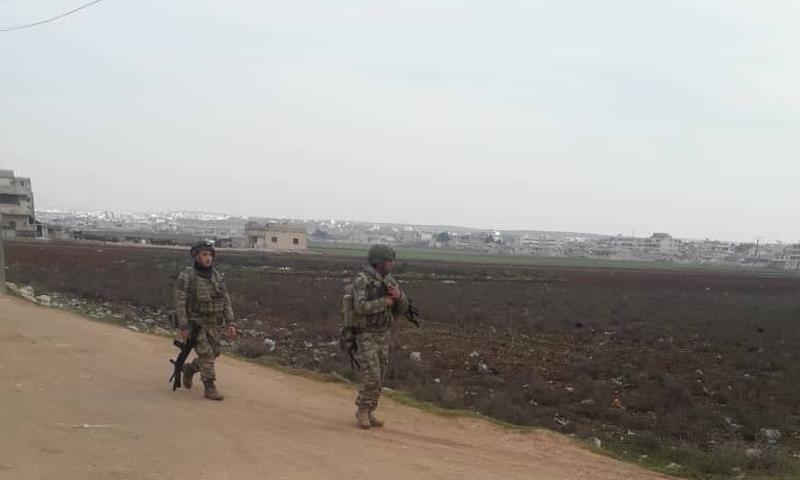 جنود الجيش التركي خلال انتشارهم في مدينة الأتارب - 19 من شباط 2020 (مركز الأتارب الإعلامي)