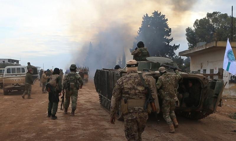 مقاتلي المعارضة السورية خلال توجههم إلى جبهات القتال - 16 شباط 2020 (إباء)