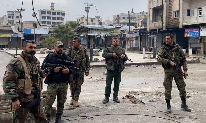 عناصر من قوات النظام السوري داخل مدينة معرة النعمان- 31 من كانون الثاني 2020 (Oleg Blokhin)