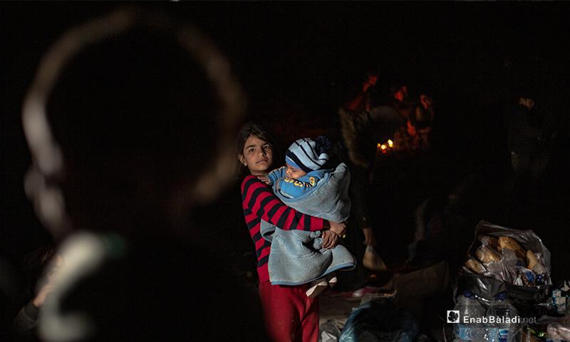لاجئون على الحدود اليونانية -التركية 4 من آذار 2020 (عنب بلدي)