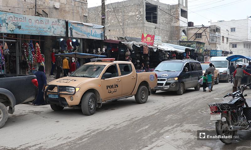 مجموعات الضابطة والقوات الخاصة تصل إلى شارع النوفوتيه في مدينة الباب لفض الاعتصامات لمواجهة تفشي فيروس كورونا- 28 من آذار (عنب بلدي)