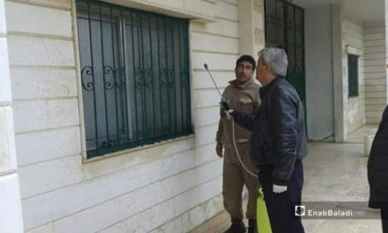 عمليات تعقيم ضمن إجراءات حكومة النظام للوقاية من فيروس كورونا في القنيطرة - 24 آذار 2020 (عنب بلدي)
