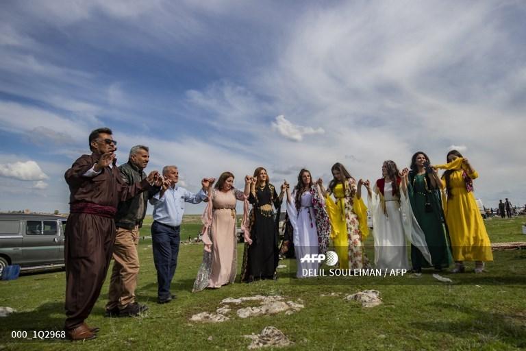 الاحتفال بعيد النوروز في بريف بلدة القحطانية بمحافظة الحسكة، 21 آذار 2020، AFP