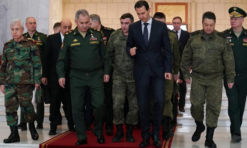 وزير الدفاع الروسي، سيرغي شويغو، ورئيس النظام السوري، بشار الأسد في دمشق- 23 من آذار 2020 (رئاسة الجمهورية السورية)