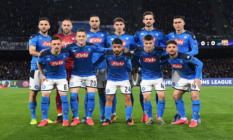 لاعبي نابولي قبل مباراة فريقهم مع برشلونة الإسباني في دوري أبطال أوروبا- 25 من شباط (Napoli)