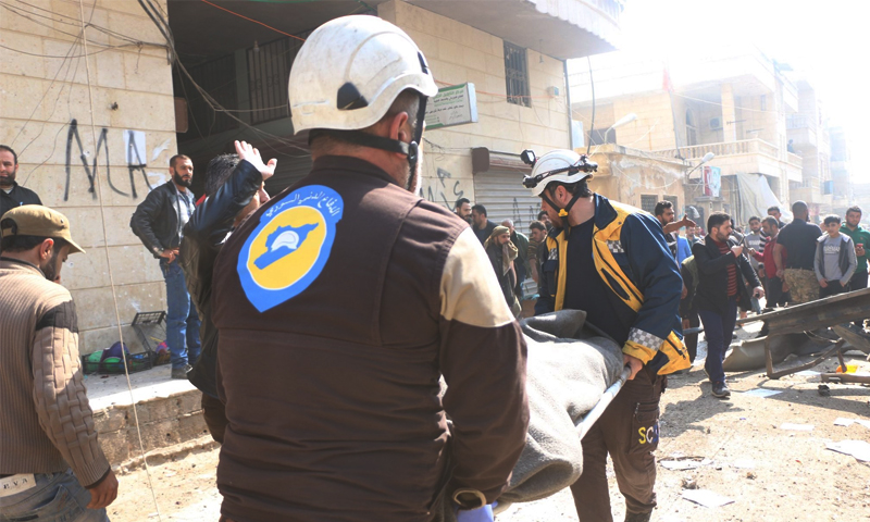 الدفاع المدني خلال إخلاء ضحايا تفجير عبوة ناسفة وسط عفرين - 8 آذار 2020 (الدفاع المدني)