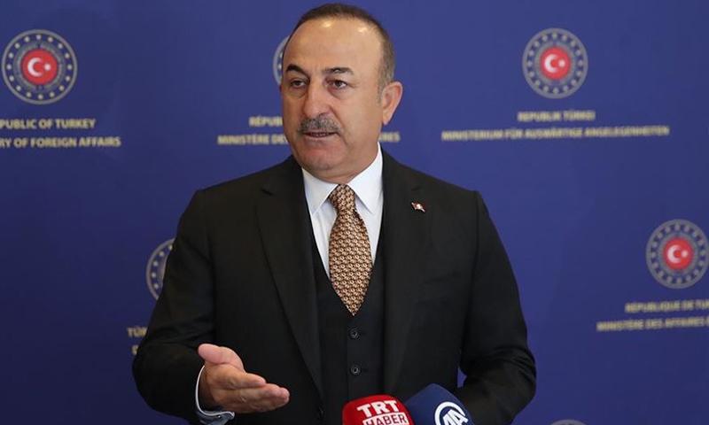 وزير الخارجية التركية، جاويش أوغلو أثناء إعلانه اليوم-17 من آذار (الأناضول)