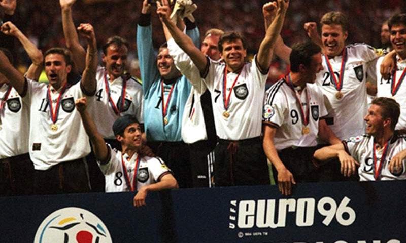 المنتخب الألماني الفائز بكأس الأمم الأوروبية 1996 بالهدف الذهبي (goal)