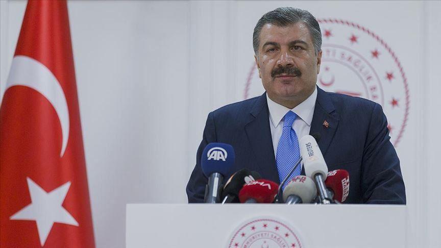 وزير الصحة التركي فخرالدين قوجة في إعلانه لإصابة المعتمر التركي-14 من آذار (الأناضول)