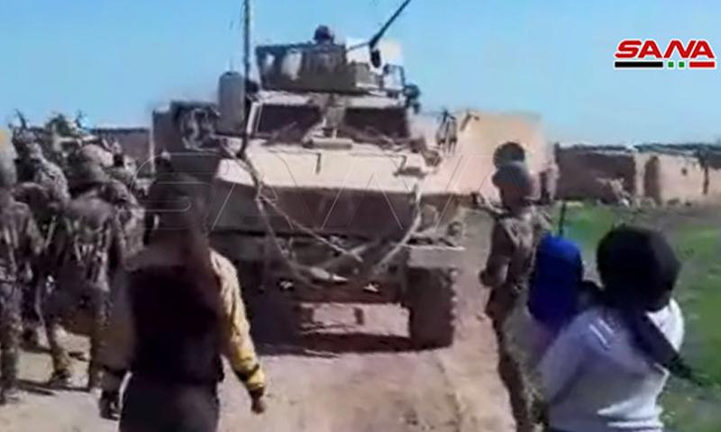 إيقاف الدوري الأمريكية في قرية الكوزليةمن قبل أهلها وعناصر الجيش السوري- 8 من آذار (سانا)