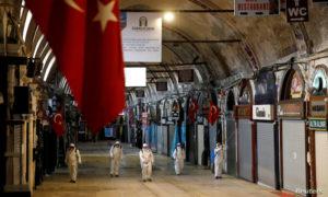 تعقيم سوق Grand Bazaarإسطنبول 25 آذار 2020 (رويترز)