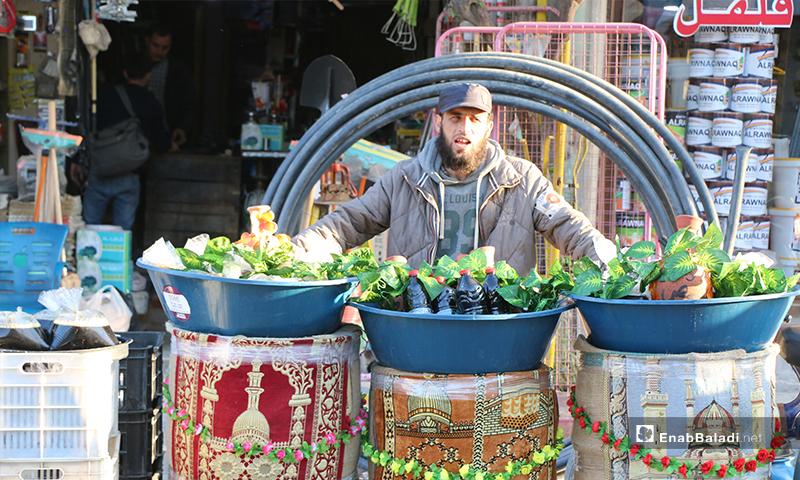 بائع مشروبات رمضانية في مدينة اعزاز بريف حلب- 30 من نيسان (عنب بلدي)