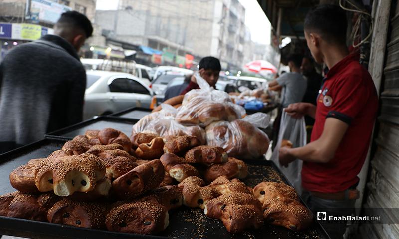 بائع كعك يشتهر في رمضان (معروك)، في مدينة الباب بريف حلب- 24 من نيسان (عنب بلدي)