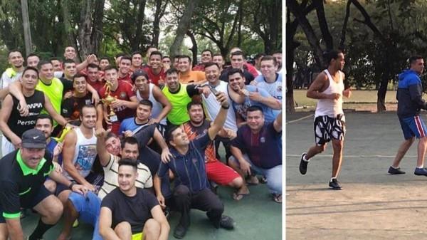 رونالدينيو بعد انتصاره في بطولة كرة القدم الخماسية في السجن- (As)