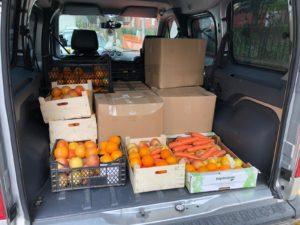 مساعدات غذائية وزعها ناشطون سوريون في اسطنبول (شادي ترك)