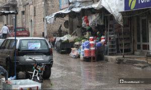 محلات تجارية في أثناء الأجواء الرمضانية الماطرة بمدينة الباب بريف حلب- 24 من نيسان (عنب بلدي)