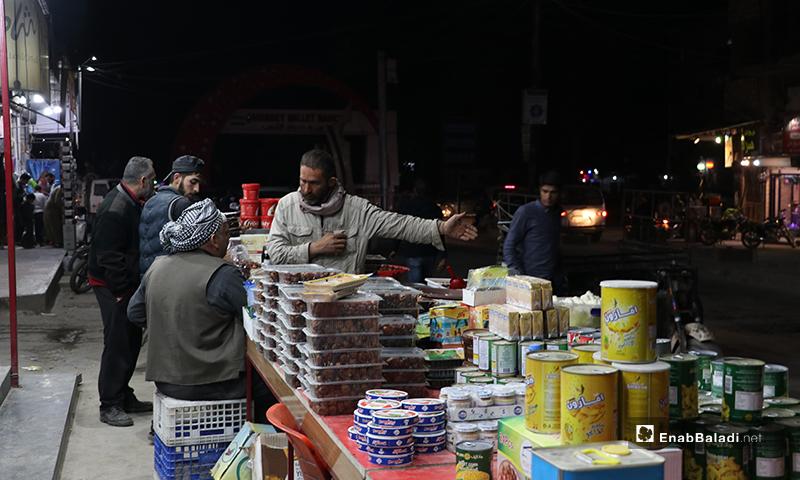 بائع مواد غذائية في مدينة الباب بريف حلب، ليلة رمضان- 23 من نيسان (عنب بلدي)