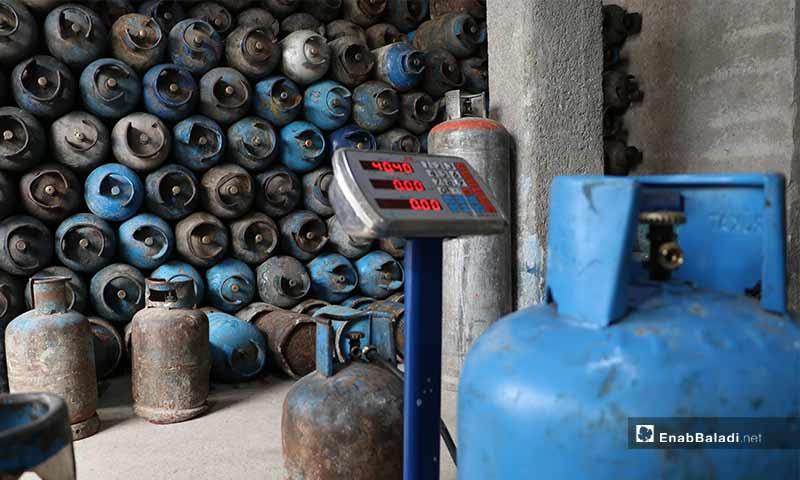 محل لتوزيع جرات الغاز في مدينة الباب بريف حلب- 5 من نيسان (عنب بلدي)